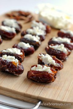 Bacon Wrapped Dates with Goat Cheese Recipe Looking for an impressive holiday appetizer for that dinner party? This simple and delicious Bacon Wrapped Dates with Goat Cheese Recipe will wow any crowd! Dinner Party Appetizers, Bite Size Appetizers, Elegant Appetizers, Bacon Appetizers, Finger Food Appetizers, Holiday Appetizers, Appetizer Recipes, Appetizer Ideas, Party Snacks