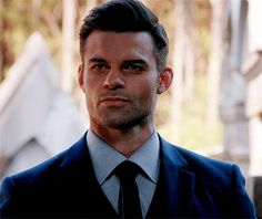 daniel gillies gets turned by the darkness Elijah Vampire Diaries, Vampire Diaries The Originals, Hot Actors, Actors & Actresses, Klaus E Hope, Elijah The Originals, Original Vampire, I Have A Crush, Daniel Gillies