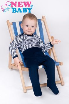 Krásná stylová kojenecká košilka New Baby Classic II. Košilka je bíla s pruhy. Zapíná se na cvočky na ramínku a boční straně, což usnadňuje oblékání a přebalování. Rukávky košilky lze ohrnout. Ohrnutý rukávek zabrání poškrábání dětskými nehtíky a udrží ručičky miminka v teple. Košilka je vyrobená z příjemňoučkého, měkoučkého a kvalitního materiálu, ve kterém se miminko bude cítit velmi pohodlně. New Baby Products, Classic, Home Decor, Homemade Home Decor, Classical Music, Decoration Home, Interior Decorating