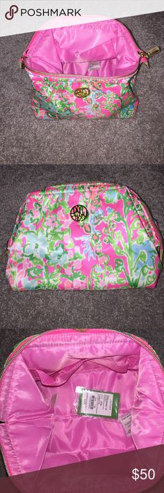 Lilly Pulitzer waterside cosmetic case flam. pink Lilly Pulitzer style-waterside cosmetic case color-flamingo pink. NWT. Not a lot of room on this price, sorry. I purchased it new for me and Decided to use something else. Lilly Pulitzer Accessories