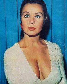 Fatma Girik  #yesilcam #gulsenbubikoglu #fatmagirik #eski #nostalji #halıtakcatepe #tarıkakan #kemalsunal #ertemegilmez #adilenaşit… Beautiful World, Beautiful People, Beautiful Ladies, Jim Morrison, Turkish Actors, Best Actress, Sexy Curves, Old Hollywood, Vintage Photos