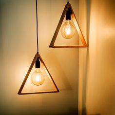 Las lámparas de diseño son el mejor complemento para tu decoración y le dan vida a tus espacios. La luz permite crear ambientes distintos para cada ocasión. Conoce las últimas tendencias en decoración con iluminación. Ceiling Lights, Lighting, Inspiration, Home Decor, Environment, Hanging Lamps, Latest Trends, Spaces, Create
