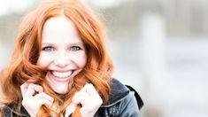 #Haarausfall bei #Frauen: Immer weniger #Haare? So bekommst du wieder schönes volles Haar!