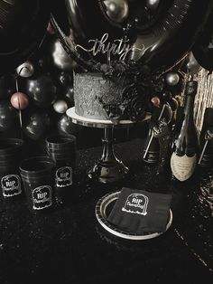 30th Birthday Themes, 30th Birthday Decorations, Happy 30th Birthday, Black Party Decorations, Birthday Celebration, 30th Birthday Party For Him, Birthday Ideas, Twenties Party, 20s Party