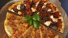 Rachel Allen shares her delicious recipe for Sun-Blushed Tomato Pizza on the second episode of Rachel Allen's Everyday Kitchen Rachel Allen, Red Onion Pizza, Cooking Time, Cooking Recipes, Healthy Snacks, Healthy Eating, Ireland Food, Parma Ham, Goat Cheese