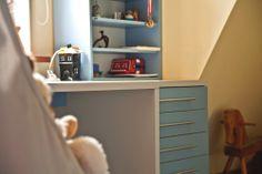 http://www.yotka.pl/   work desk in the children's room :-)  Biurko w pełni dopasowane do potrzeb właściciela :-) Pogrubione boki i blat, materiał - płyta. YOTKA - wyposażenie wnętrz meble