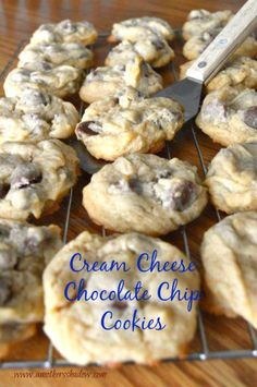 cream cheese cookies A unique Chocolate Chip Cookie made using cream cheese Keto Cookies, Cake Mix Cookies, Cookies Et Biscuits, Cookies Soft, Cream Cheese Cookies, Cream Cheese Recipes, Cream Cheeses, Cream Cheese Chocolate Chip Cookie Recipe, Easy Cream Cheese Desserts