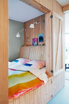 a tour of a bungalow that's been transformed into a simply beautiful Scandi-style family home. Source by ulrikkes Look styleTake a tour of a bungalow that's been transformed into a simply beautiful Scandi-style family home. Source by ulrikkes Look style Alcove Bed, Bed Nook, Pod Bed, Sleeping Pods, Modern Daybed, Bed In Closet, Tiny Spaces, Tiny House Living, My Room