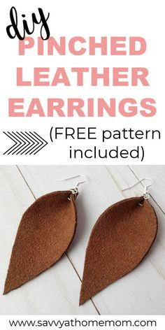 Make these super cute pinched leather earrings with this easy DIY tutorial (free pattern included) pinchedleatherearrings leather earrings teardropearrings diy makeit 36732553197947785 Diy Leather Projects, Leather Diy Crafts, Diy Projects, Diy Leather Earrings, Leather Jewelry, Diy Leaf Earrings, Leather Bags, Gold Earrings, Fabric Earrings