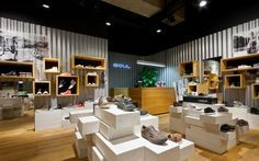 A new shop concept for a chain of stores SOUL (shoes: CAT, Converse, Merrell and other)