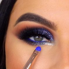 Amazing Glitter Smokeyeye Tutorial Step by Step Eye makeup is an area that we strive to emphasize eye beauty, accentuate the e. Makeup Eye Looks, Creative Makeup Looks, Eye Makeup Steps, Eye Makeup Art, Hooded Eye Makeup, Makeup For Green Eyes, Blue Eye Makeup, Smokey Eye Makeup, Turquoise Eye Makeup