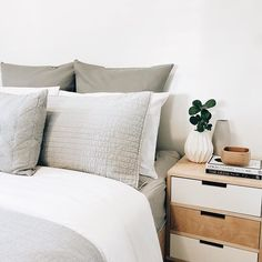 These early morning starts have got me good. People shouldn't have to wake up before the sun does in Winter! ❄️ Bed is my daily motivation . . . . . . . . . . . . . . . . . . . . . #monohome #interiordesign #interiordecor #scandistyle #scandidesign #interior #interiorforyou #interiorforall #homedecor #stylemyhome #myhome #myhomedesign #scandinavian #interiorinspo #interiorinspiration #passionforinterior #homedesign #homeinterior #interiodecorating #interiorstyle #inspohome #workspace #min