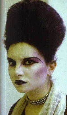 Princess Julia, from the London club scene, Original Club Kids 1980s Makeup, Punk Makeup, Vintage Goth, 80s Goth, Punk Goth, Boy George, Makeup Inspo, Makeup Inspiration, John Galliano