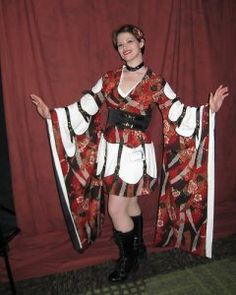 """Really interesting """"strappy"""" kimono done up with a twist. I think the straps really make this work - although the colour combination doesn't do much for me."""