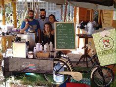 Sócios de food bike em Florianópolis que oferece cafés e bolos (Foto: Divulgação)
