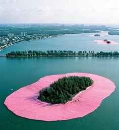 "15.3K 次赞、 127 条评论 - designboom magazine (@designboom) 在 Instagram 发布:""this was christo and jeanne-claude's 'surrounded island' created around eleven islands situated in…"""
