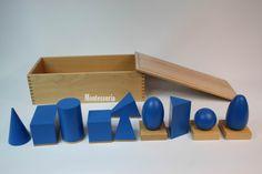 Solides de géométrie avec boîte - Vie Sensorielle - Montessoria