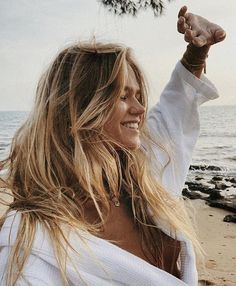 Look At This Article For The Best Beauty Advice. Beauty is essential to today's women. A beautiful woman has it easier in life. Unfortunately, many women are unsure how to begin enhanci Hair Inspo, Hair Inspiration, Hair Color Guide, Shades Of Blonde, Foto Pose, Photo Instagram, Thing 1, Pretty People, Blonde Hair