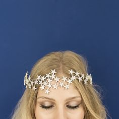 Product Info:New for Sparkling crystal encrusted cascading star crown on a rigid silver wire base with elastic, ribbon, or bobby pin attachment. Perfect for party season, bridal or just . Festival Looks, Costume Carnaval, Star Costume, Celestial Wedding, Fantasias Halloween, Crown Headband, Crown Hair, Bridal Accessories, Bridal Jewelry