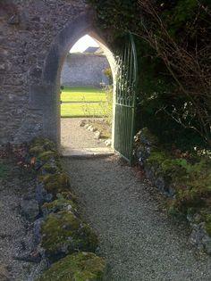 https://cdn.shopify.com/s/files/1/0750/4973/files/V_Ireland_-_Adare_garden_door_entrance.jpg
