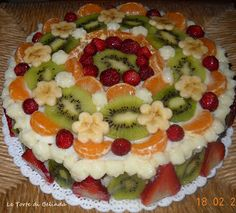 Le Torte di Belinda...ma non solo!: TORTA TUTTI FRUTTI Cake Decorating Piping, Cake Decorating Videos, Homemade Ice, Homemade Cakes, Cake Decorated With Fruit, Party Food Platters, Food Garnishes, Crazy Cakes, Dessert Decoration