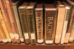 바하관련 책을 많이 갖추고 있습니다. La Jolla Athenaeum music & art library