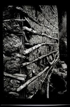 Fotografía de cajón formato postal 9x13cm. sobre papel ilford multigrado brillante 3 sec. Antiguo camino real Valparaíso -Santiago Sector La Dormida 2016