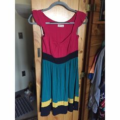 Color Block Monteau dress Waist: 12 in, shoulder to hem: 32.5 in. Any questions just ask! Make me an offer if you like!!! Monteau Dresses Midi