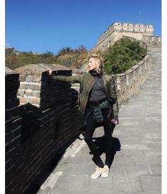 Anja Rubik en Chine Grande Muraille de Chine Pékin http://www.vogue.fr/mode/mannequins/diaporama/la-semaine-des-tops-sur-instagram-novembre-2015/23623#anja-rubik-en-chine