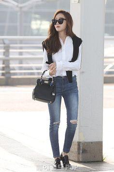 White Plain Polo with Damaged Pants Airport Fashion of Jessica Jung Korean Fashion Winter, Korean Fashion Dress, Winter Fashion Casual, Korean Street Fashion, Asian Fashion, Airport Fashion, Snsd Fashion, Fashion Outfits, Jessi Kpop