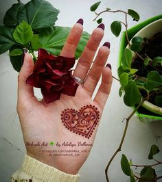#розана расцветает по-тихоньку Ну и сердешко потемнело #mehndi_by_adeli4ka_volk #менди #мехенди #росписьхной #мехендиКазань #хна #mehndi #mehandi #mehendi #mendi #mehendiKazan #henna #刺青 #印度 #الحناء #hennastain #flowers #love #heart #hennacolor_Adeliya #hennacolor Cute Henna Designs, Mehndi Designs For Girls, Stylish Mehndi Designs, Beautiful Henna Designs, Henna Tattoo Designs, Mehandi Designs, Mehndi Tattoo, Mehndi Art, Henna Art