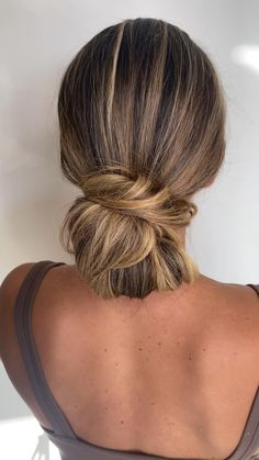 Bobby Pin Hairstyles, Bun Hairstyles For Long Hair, Medium Hair Styles, Curly Hair Styles, Casual Bun, Hairdo For Long Hair, Hair Upstyles, Hair Buns, Hair Videos