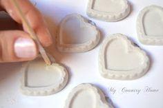 Ciao ragazze!   E' PRIMAVERA, EVVIVA!!!   E come promesso il tutorial su come fare i gessi.   Dopo tanto tempo che volevo farlo eccolo fin... Crafts To Sell, Diy And Crafts, Crafts For Kids, Diy Soap And Shampoo, E Craft, Scented Sachets, Homemade Cosmetics, Heart Crafts, Clay Tutorials