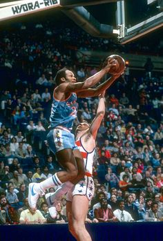 Lloyd Free of the San Diego Clippers shoots over Kevin Grevey of the Washington Bullets during an NBA basketball game circa 1980 at the Capital. San Diego Basketball, Basketball Court Size, Basketball History, Basketball Is Life, Basketball Skills, Basketball Pictures, Basketball Legends, Sports Pictures, College Basketball
