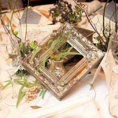 . ゲストテーブル装花🌿 . ここもかなりこだわりました😳💕グリーンや木の実を中心に、アンティークな額縁や洋書、小瓶などを配置してもらいました✨ . 私の理想通りで、フローリストさんには感謝です💯でも、当日はじっくり見ることは出来ず、チラ見程度でした😂 . それでもこうやって写真に残すことができて、たまに眺めてはニヤニヤしています🙈💛笑 . #装花 #会場装花 #テーブル装花 #ゲストテーブル装花 #シャビー #シャビーシック #シャビーウェディング #結婚式 #ウェディング #ちーむ0910 #山口花嫁 #ララマリー