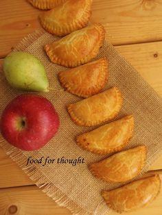 Food for thought: Τυροπιτάκια κουρού Pizza Tarts, Greek Beauty, Greek Recipes, Food For Thought, Cooking Recipes, Peach, Pie, Snacks, Fruit