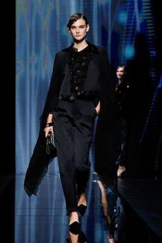 Giorgio Armani, G Armani, Armani Prive, Runway Fashion, Fashion Show, Fashion Looks, Milan Fashion, Women's Fashion, Vogue Paris