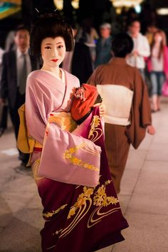 If you ask politely, Maiko-san and Geiko-san might pose for you, but never be insistent or rude or get in their way. When you see them, they're at work; treat them as professionals. Also, never photograph their clients.