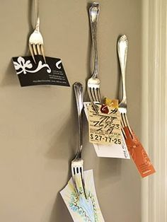 Get Creative with Unexpected Storage Solutions Forks as Storage Solutions For a unique and organized display, attach decorative vintage forks to the wall to hold tickets, receipts, and business cards. Vintage Home Offices, Note Holders, Card Holders, Paper Holders, Menu Holders, Ticket Holders, Ideas Hogar, Creative Storage, Recycled Crafts