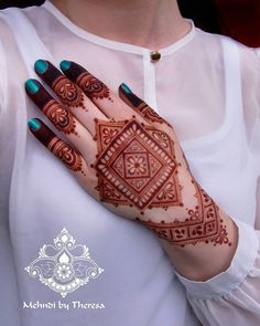 Trending New Images Of Best Mehndi Designs 2020 For Ideas, Hey Mehndi Lovers! It's time to share with you some trending mehndi designs 2020 images. Henna Art Designs, Modern Mehndi Designs, Dulhan Mehndi Designs, Mehndi Designs For Fingers, Wedding Mehndi Designs, Mehndi Design Pictures, Arabic Mehndi Designs, Beautiful Mehndi Design, Henna Mehndi
