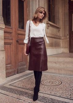 Burgundy skirt outfit, black leather skirt outfits, winter dress outfits, f Work Fashion, Trendy Fashion, Fashion Looks, Womens Fashion, Fashion Trends, Petite Fashion, Curvy Fashion, Fashion Bloggers, Style Fashion
