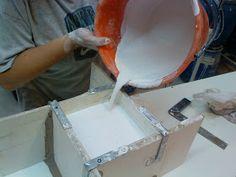Proceso de fabricación de un molde de yeso para cerámica de tres taceles realizado en el IMCA durante este año bajo la dirección de la profe...
