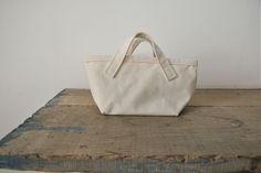 koton TOTE-mini mini Price : ¥4.830 Color : Natural  Size : w29cm × h14cm × d13cm Cotton 100% Made in Japan.