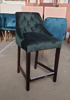 #furniture #furnituredesigns #homedecorideas Chesterfield, Interior Inspiration, Bar Stools, Furniture Design, Dining Chairs, Home Decor, Bar Stool Sports, Decoration Home, Room Decor