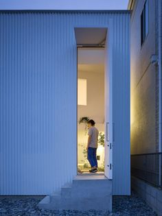 The main feature of a small house in Nagoya designed by Suppose Design Office is a garden room in the middle of the house. Nagoya, Big Doors, Windows And Doors, Door Design, House Design, Suppose Design Office, Villa, Japanese Architecture, Japanese House