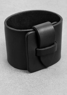 A rocker-chic cuff crafted from sturdy leather with matte finish.