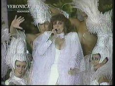 Verónica Castro en el programa Pasos a la Fama desde Acapulco en 1987. Interpretó la canción Macumba incluida en el disco Simplemente todo.