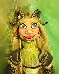 La Glaistig Princess Zelda, Etsy, Fictional Characters, Art, Embroidered Flowers, Celtic Knot, Seductive Women, Mittens, Fantasy Characters
