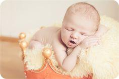 Neugeborene, Baby Fotos, schlafen, träumen, Kinder- & Familien Fotografie, Newborn Photography, baby posing, newborn posing, baby slip in basket
