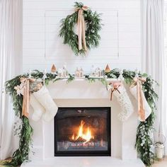Here are the 15 Favorite Farmhouse Christmas Mantels. Christmas Fireplace, Christmas Mantels, Noel Christmas, Merry Little Christmas, Pink Christmas, Winter Christmas, Fireplace Mantel, Fireplace Decorations, Magical Christmas